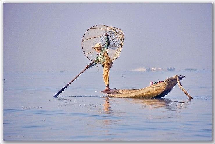 单腳划艇 (李良攝影)